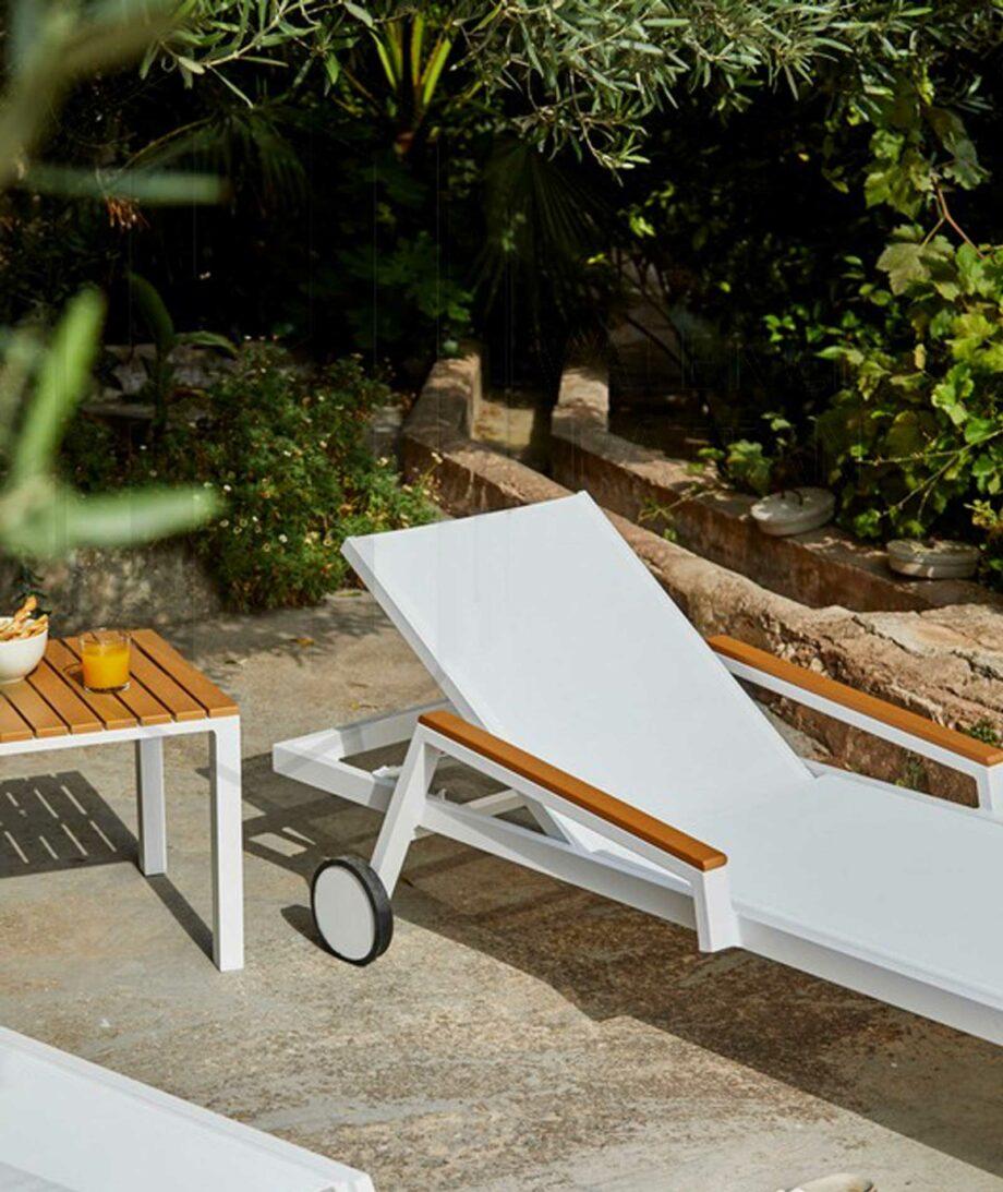 Baoli sunbed and table