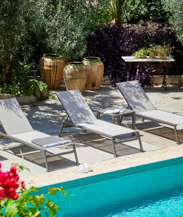 Arpa side table and pool